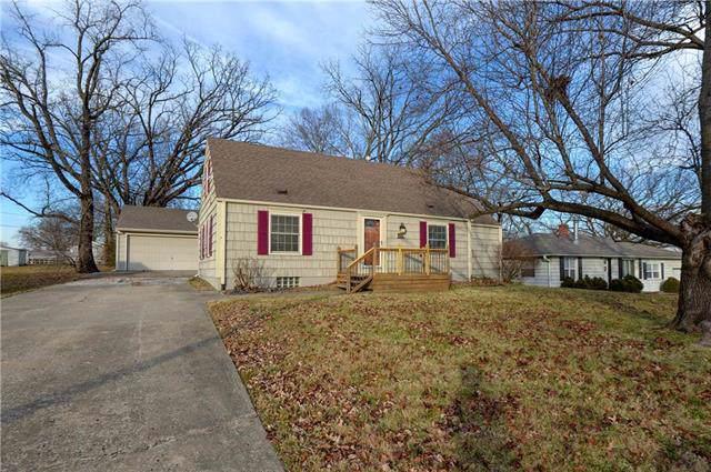 2414 NE 46th Street, Kansas City, MO 64116 (#2200046) :: Team Real Estate