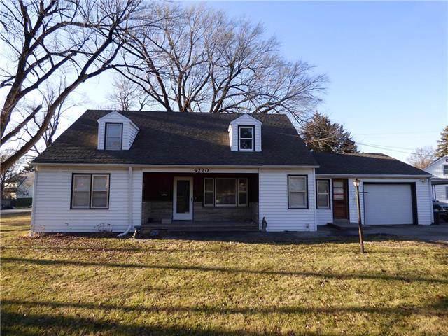 9220 Noland Road, Lenexa, KS 66215 (#2200060) :: Eric Craig Real Estate Team
