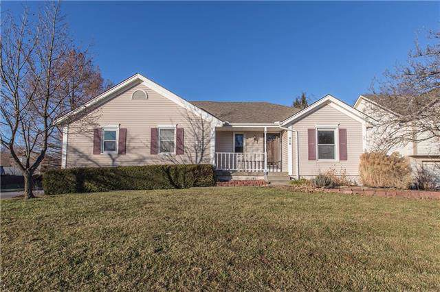918 SW Georgetown Drive, Lee's Summit, MO 64082 (#2200081) :: Clemons Home Team/ReMax Innovations