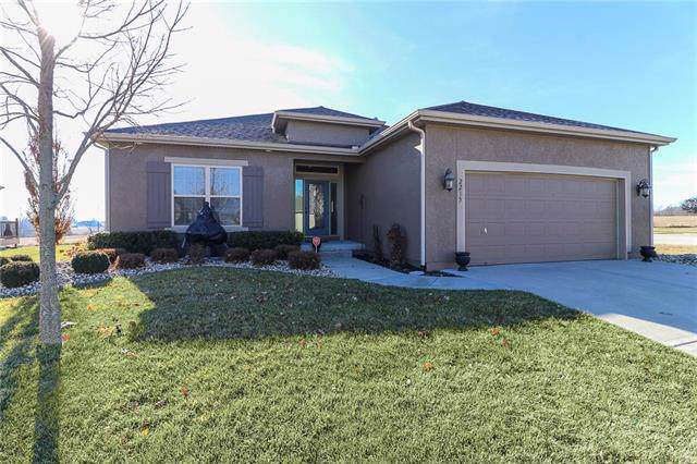 2215 Wind Side Court, Raymore, MO 64083 (#2200106) :: Eric Craig Real Estate Team
