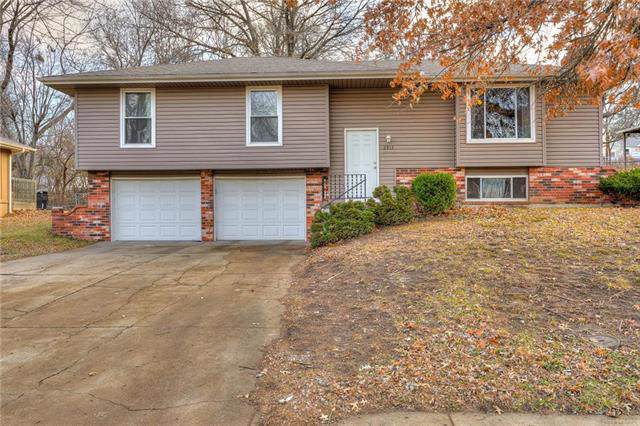 2912 SE 3rd Street, Blue Springs, MO 64014 (#2200109) :: Clemons Home Team/ReMax Innovations