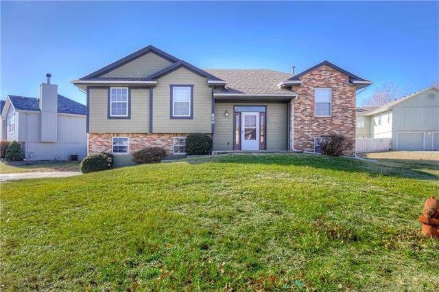 800 SW Country Hill Drive, Grain Valley, MO 64029 (#2200118) :: Clemons Home Team/ReMax Innovations