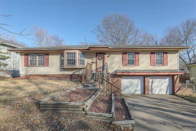 9911 Lawndale Avenue, Kansas City, MO 64137 (#2200132) :: Team Real Estate