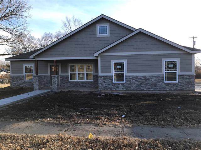618 E Logan Street, Ottawa, KS 66067 (#2200231) :: Clemons Home Team/ReMax Innovations