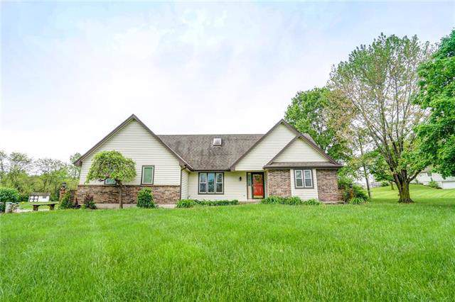 31105 E Pink Hill Road, Grain Valley, MO 64029 (#2200246) :: Clemons Home Team/ReMax Innovations
