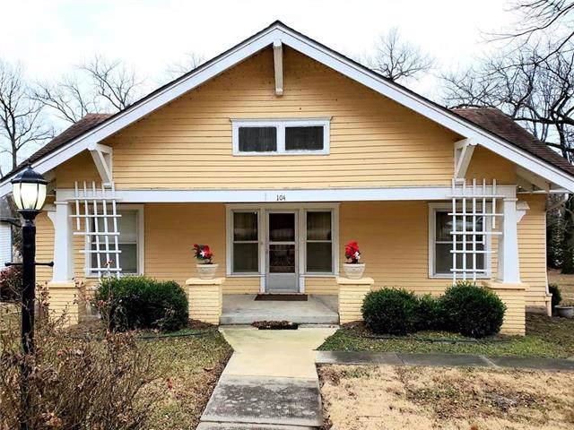 104 W 10 Street, Pleasanton, KS 66075 (#2200250) :: Clemons Home Team/ReMax Innovations