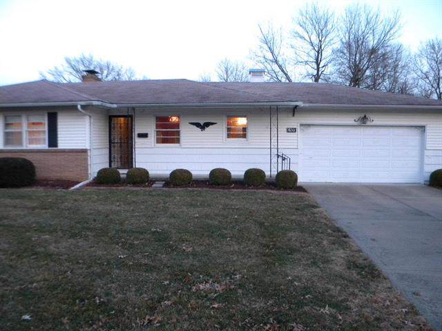 6109 Manning Avenue, Raytown, MO 64133 (#2200293) :: Clemons Home Team/ReMax Innovations