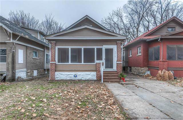 3219 E 28th Street, Kansas City, MO 64130 (#2200296) :: Clemons Home Team/ReMax Innovations