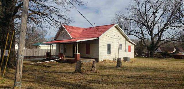 121 N Washington Street, Fort Scott, KS 66701 (#2200308) :: The Shannon Lyon Group - ReeceNichols