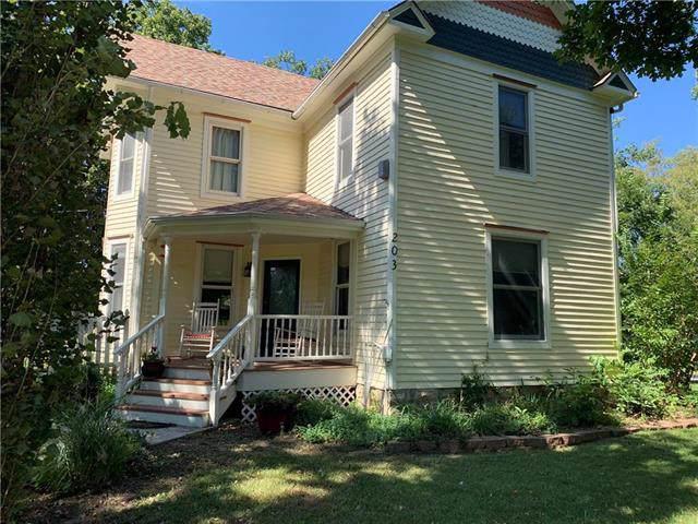 203 9th Street, Baldwin City, KS 66006 (#2200389) :: House of Couse Group