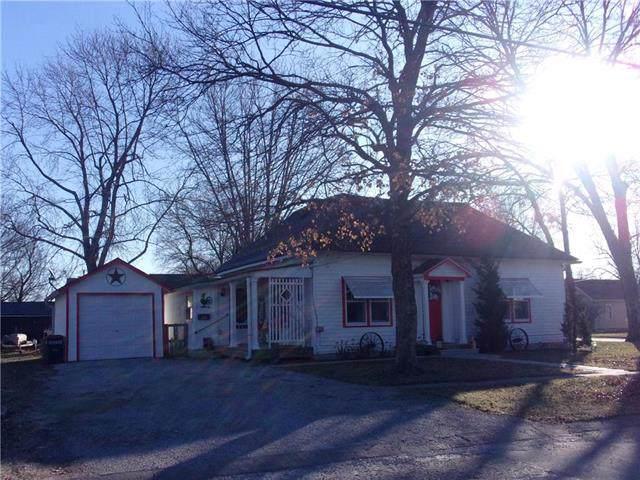 915 5th Street, Osawatomie, KS 66064 (#2200414) :: Eric Craig Real Estate Team