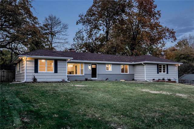 6108 NW Tower Drive, Platte Woods, MO 64151 (#2200550) :: Eric Craig Real Estate Team