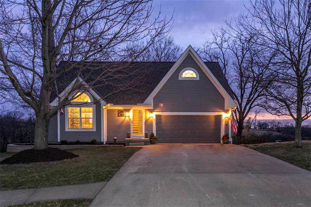 901 E Howard Place, Louisburg, KS 66053 (#2200579) :: Eric Craig Real Estate Team