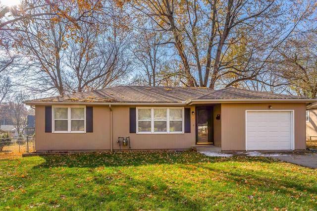 105 NE Ash Street, Lee's Summit, MO 64063 (#2200644) :: Team Real Estate
