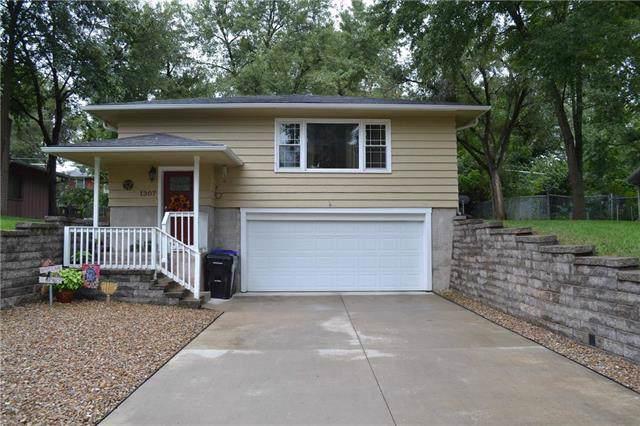 1307 SW 29th Terrace, Topeka, KS 66611 (#2200701) :: Dani Beyer Real Estate