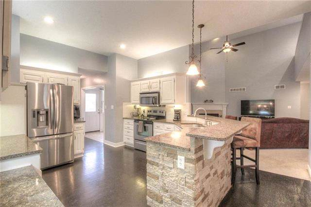 4301 SE Seattle Slew Drive, Lee's Summit, MO 64082 (#2200712) :: Team Real Estate