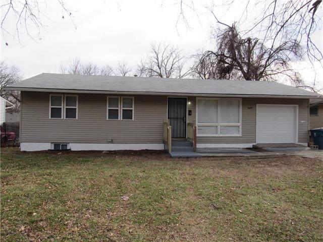 5029 E 42nd Street, Kansas City, MO 64130 (#2200750) :: House of Couse Group