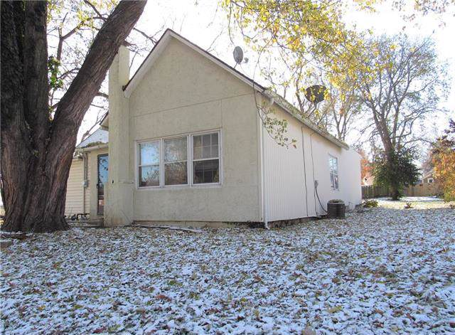 415 E Nichols Street, Spring Hill, KS 66083 (#2200779) :: Team Real Estate