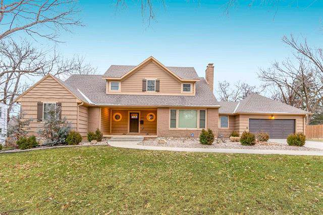 6649 Nall Drive, Mission, KS 66202 (#2200872) :: House of Couse Group