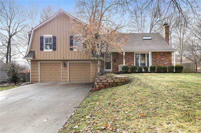 4809 W 81st Street, Prairie Village, KS 66208 (#2200982) :: Austin Home Team