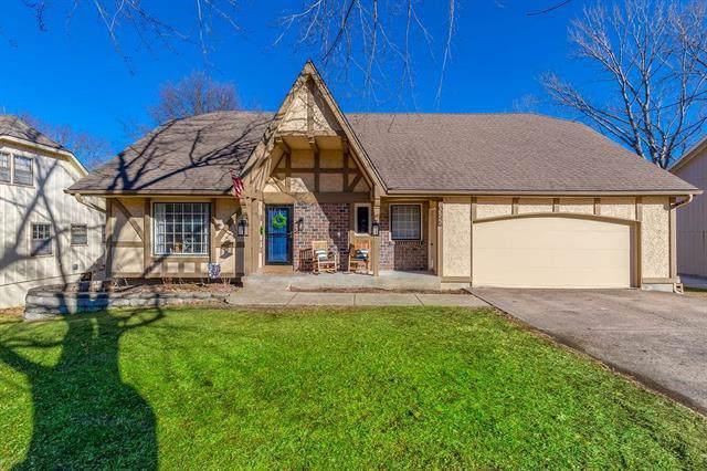 10245 Switzer Road, Overland Park, KS 66212 (#2201500) :: Austin Home Team