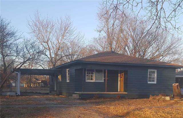 515 E 4th Street, Garnett, KS 66032 (#2202150) :: The Shannon Lyon Group - ReeceNichols
