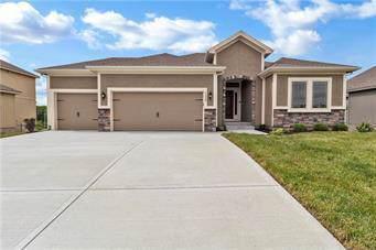 10824 N Crystal Avenue, Kansas City, MO 64156 (#2202825) :: Audra Heller and Associates