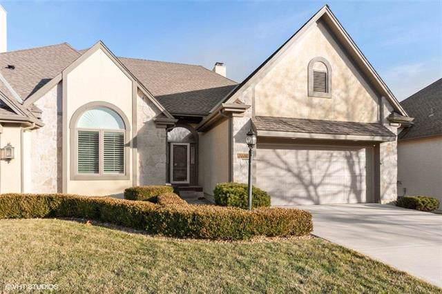 12709 Cedar Street, Leawood, KS 66209 (#2202989) :: Austin Home Team