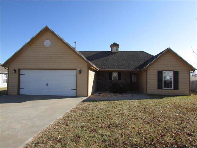 2212 E Willow Pointe Circle, Tonganoxie, KS 66086 (#2203143) :: Edie Waters Network