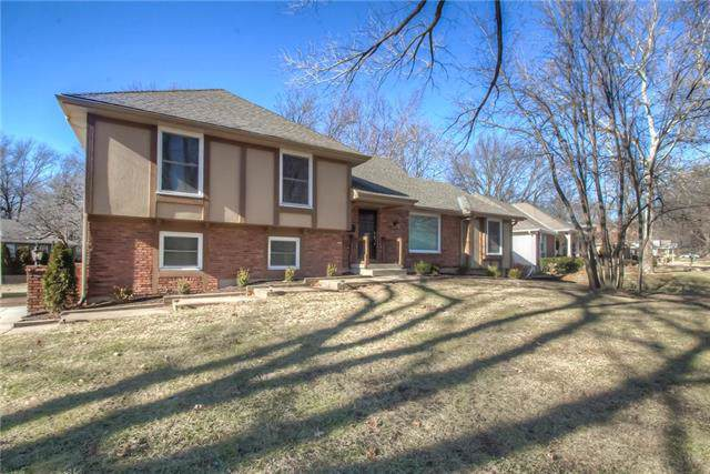 10520 Ensley Lane, Leawood, KS 66206 (#2203225) :: Austin Home Team