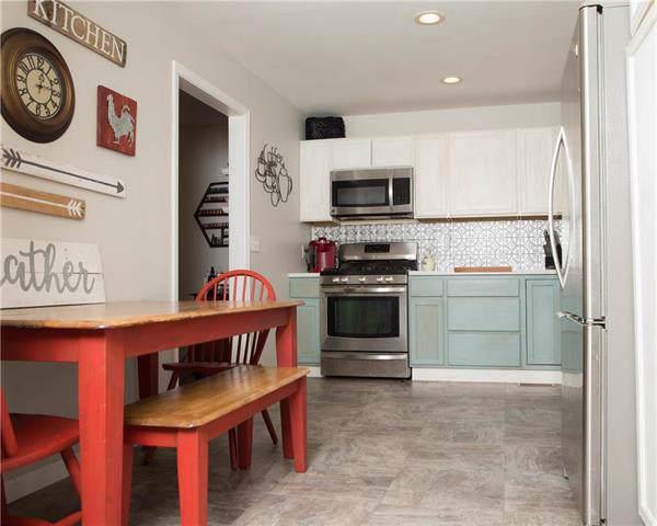 404 W 3rd Street, Peculiar, MO 64078 (#2203594) :: Edie Waters Network
