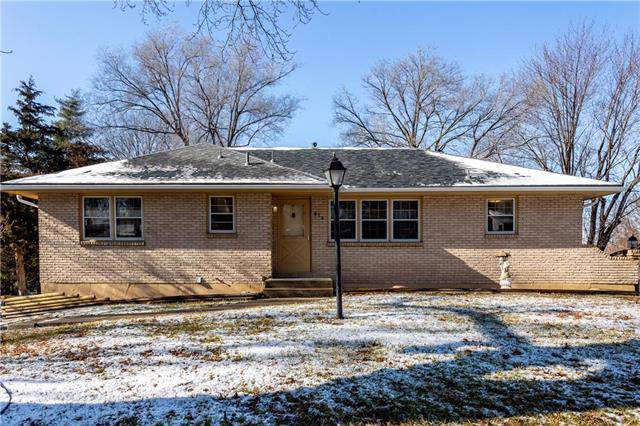 913 SW 14th Terrace, Blue Springs, MO 64015 (#2203647) :: Team Real Estate