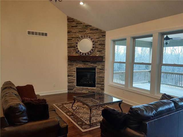 28047 Flint Street, Louisburg, KS 66053 (#2203700) :: Eric Craig Real Estate Team