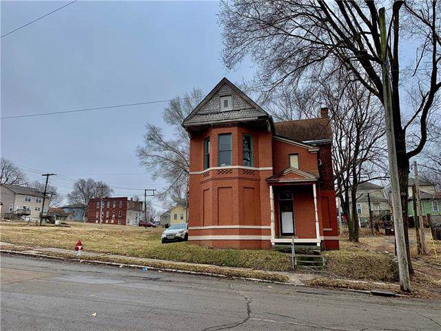 1402 Charles Street, St Joseph, MO 64501 (#2203708) :: Eric Craig Real Estate Team