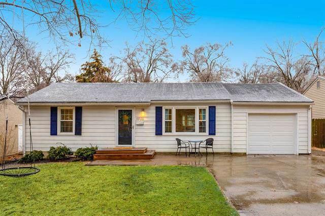 6936 Beverly Street, Overland Park, KS 66204 (#2203737) :: Austin Home Team