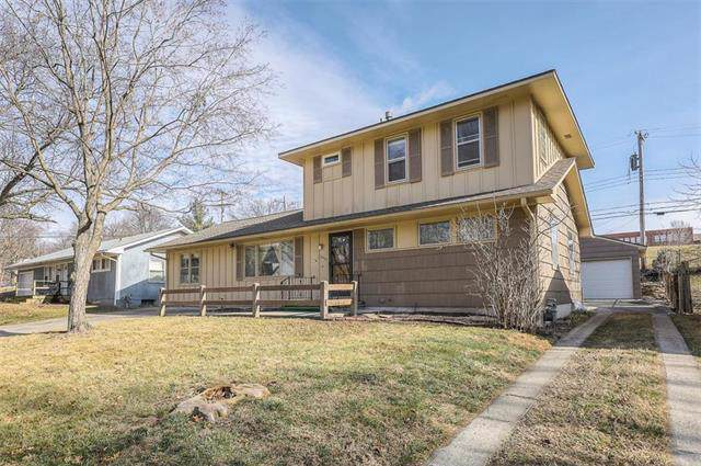 10553 Cleveland Avenue, Kansas City, MO 64137 (#2203829) :: Austin Home Team