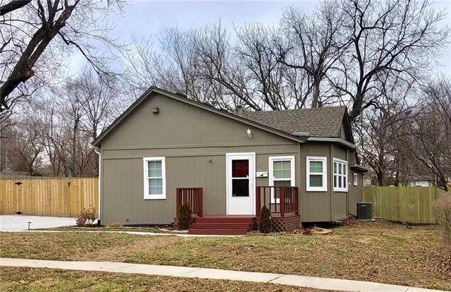 204 NE Forest Avenue, Lee's Summit, MO 64063 (#2203881) :: Team Real Estate