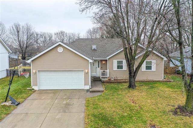 1213 NE Pierce Place, Lee's Summit, MO 64086 (#2203912) :: House of Couse Group