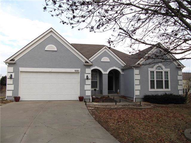 9321 N Charlotte Court, Kansas City, MO 64155 (#2203916) :: House of Couse Group
