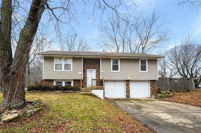 321 SW Blarney Court, Blue Springs, MO 64014 (#2203922) :: House of Couse Group