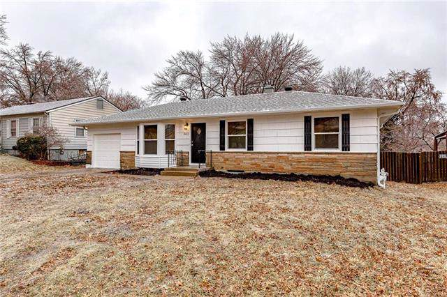 8412 E 85th Terrace, Raytown, MO 64138 (#2203935) :: The Gunselman Team