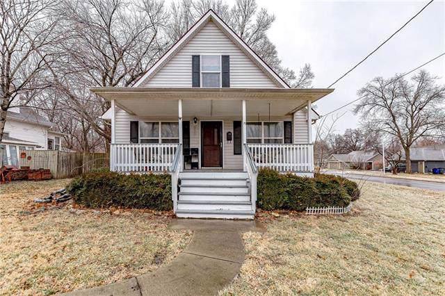 328 S Church Street, Olathe, KS 66061 (#2203938) :: Austin Home Team