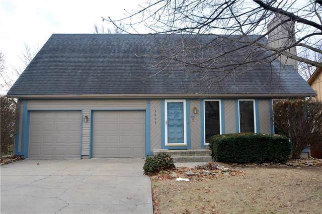 15009 W Peppermill Drive, Olathe, KS 66062 (#2204092) :: Team Real Estate