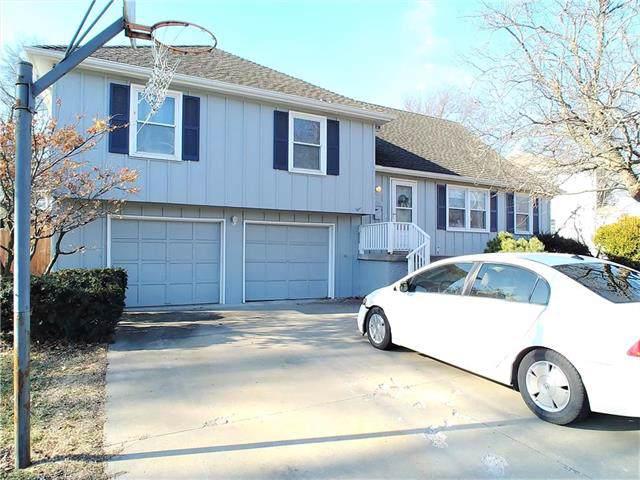 9302 Slater Street, Overland Park, KS 66210 (#2204110) :: Dani Beyer Real Estate