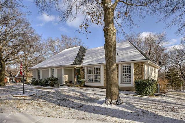 8231 NW Twin Oaks Drive, Kansas City, MO 64151 (#2204224) :: Eric Craig Real Estate Team