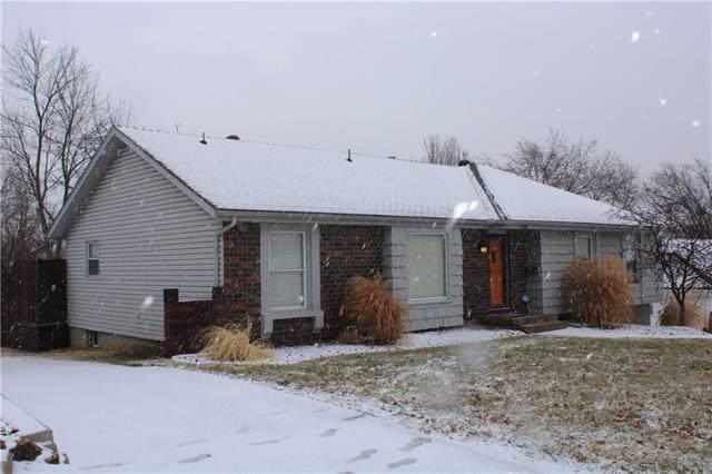 12200 E 61st Terrace, Kansas City, MO 64133 (#2204274) :: The Gunselman Team