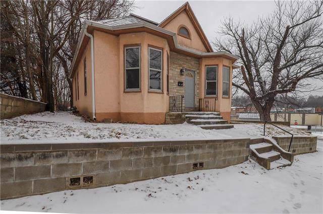 534 N 17TH Street, St Joseph, MO 64501 (#2204326) :: Eric Craig Real Estate Team