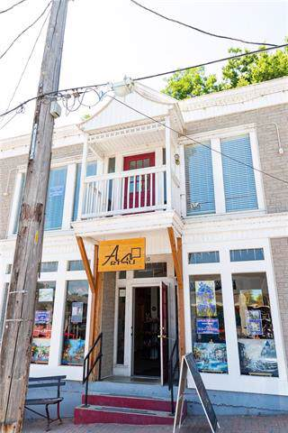 110 Main Street, Parkville, MO 64152 (#2204420) :: Edie Waters Network