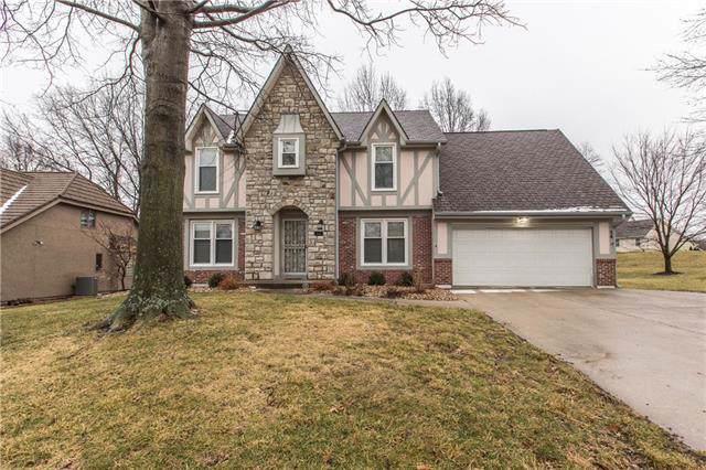 54 NE Shoreview Drive, Lee's Summit, MO 64064 (#2204519) :: Dani Beyer Real Estate