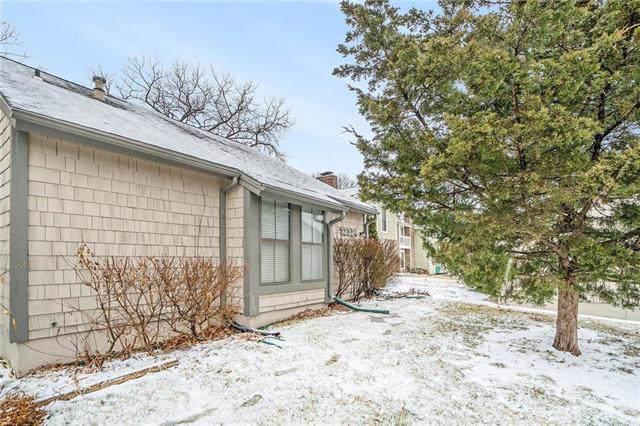 12324 W 79th Terrace, Lenexa, KS 66215 (#2204554) :: Edie Waters Network
